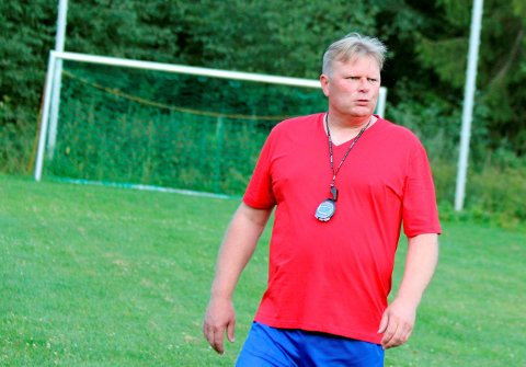 GA DET GLATTE LAG: Jostein Mæland ga Odd-treneren det glatte lag etter disponeringene under kampen mot Krisitiansund.