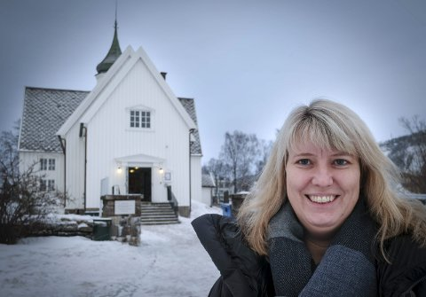 Kirkevergen: Selv om Ine Risvik har vært assisterende kirkeverge i fem år, søkte hun ikke på stillingen da den ble lyst ut i første omgang. Det gjorde hun imidlertid da den på nytt ble ledig i fjor høst. Foto: Øyvind Bratt