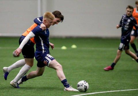 Sivert Krokstrand (nærmest) og Rana FK møter avdelingskollega Junkeren i første treningskamp på langt over et år.