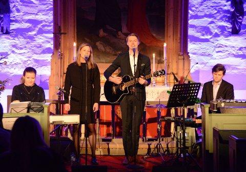 Astrid Willumsen, Vilde Didriksen, Kristoffer Solberg og Geir Strande Syrrist holdt en stemningsfull konsert i Haug kirke. Det fikk Terje Bøe til å ringe Direkte linje.