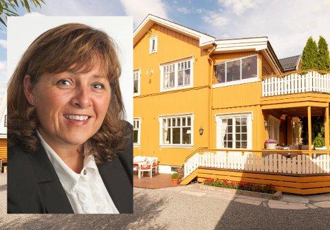 GODT SALG: Avdelingsleder Randi Ødegård hos Dialog Eiendomsmegling sto bak salget av dette huset på Løkka, som gikk etter første visning for  8.300.000 kroner.