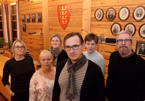 TETT: Foreldreleder Radu Olsen varsler tett oppfølging av vedtaket. Politikerne og rådmannen vil bli minnet om hva som er vedtatt. Her er han sammen med fra venstre Monica Strysse (Sundvollen oppvekstsenter), Cathrin Skaune (Hole ungdomsskole), Jeanette Henriksen (HUS), Olsen (Sundvollen oppvekstsenter), Tanja Sletaker (Røyse skole) og Jo-Rasmus Holt Zachariassen (Røyse).
