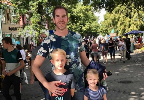 TID MED BARNA: – Både om sommeren og før jul blir det for lite tid med barna, sier Eivind Lien, her med Johannes (11) og Mathilde (9).