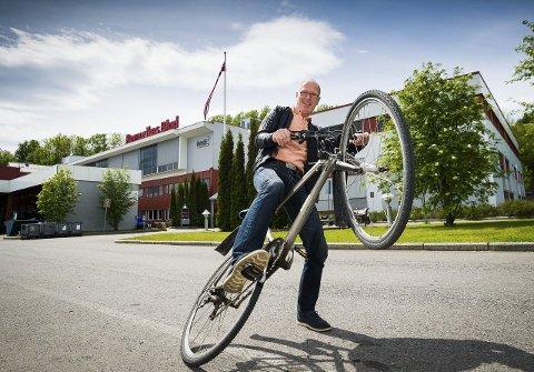 Kay Stenshjemmet har vært fotograf i Romerikes Blad i 33 år. Om to uker forlater han mediehuset for godt.Foto: Vidar sandnes