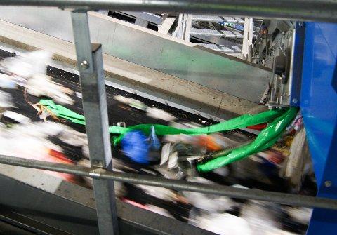 Ubrukte, grønne matposer er et stort problem på ROAF. Posene setter seg fast i maskinene, og lager problemer.