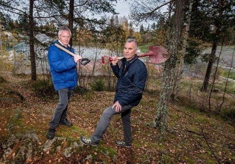 FRUSTRERTE: – Befolkningen er frustrert og lei. Idrettshallen må bygges nå, sier leder Egil Hauge (t.h.) og styremedlem Dag Tørnby i Haga Idrettsforening.