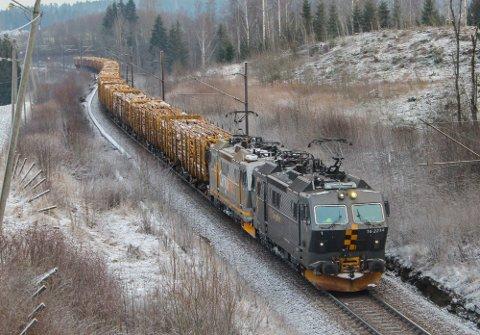 FRYKTER HØYERE REGNING: Bane Nor frykter at det planlagte prosjektet med dobbeltspor forbi Eidsvoll kan bli 600 millioner kroner dyrere.