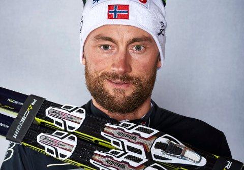 TRÅR PÅ «FELLA»: Petter Northug har inngått avtale om bruk av Alpina støvler og dermed blir det også den lokale produsenten Rottefellas bindingssystem på skiløperen som satser hardt fram mot VM i Lahti neste år.