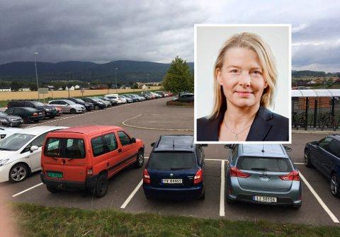 Markedsdirektør Kristin Paus i Bane Nor Eiendom, sier at de vil kartlegge bruken av parkeringsplassen før de bestemmer hvilke tiltak som skal settes inn.