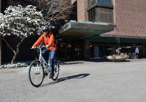 BETALT: Ansatte bør få kilometergodtgjørelse for bruk av sykkel for å redusere biltrafikken.