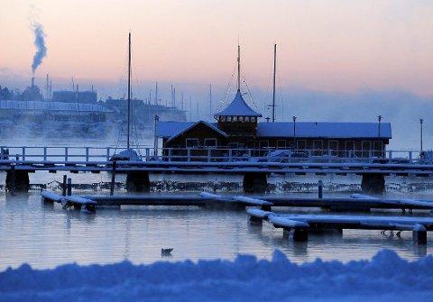 KALDT: I desember 2017 var det både hvitt og kaldt i Sandefjord. Nå skal det bli kaldt i dagene framover, og meteorologen opplyser ta det kan komme noe snø.