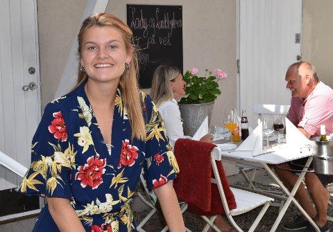 LAGER EGEN SOMMERJOBB: Erika Fjordbo (20) er permittert fra jobben på Color Line. Det ble heller ingen sommerjobb på ferja. Nå skaper hun sin egen arbeidsplass og starter lunsjrestaurant i Dronningens gate 4. Foto Vibeke Bjerkaas