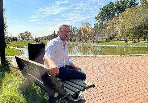POLITIKER OG FAR: Thore Sebastian Nielsen sier han stadig får spørsmål om koronatiltakene fra bekymrede foreldre.