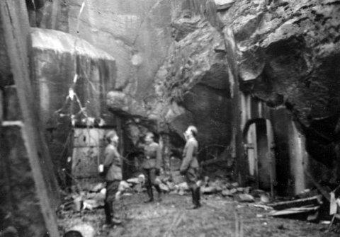 INSPISERER: Tyske soldater inspiserer fortet på Greåker. Greåker batteri ble etablert i 1902-1903 som en del av et større forsvarssystem langs svenske grensen. I 1908 ble batteriet utvidet til et fullverdig fort.