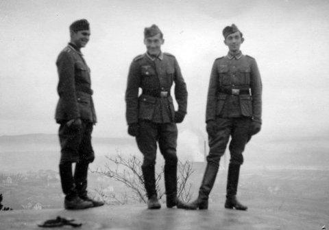 POSERER: Tyske soldater ved Greåker fort.