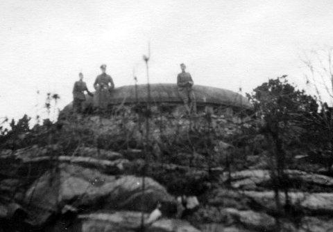 VED GEVÆRGALLERIET: Tyske soldater ved geværgalleriet ved Greåker fort.
