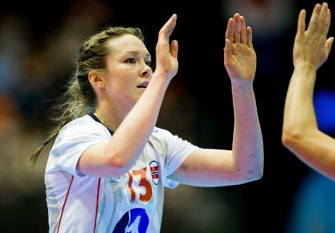 MATCHVINNER: Kari Brattset scoret totalt to mål i landskampen i håndball for damer mot Frankrike lørdag. Foto: Vegard Wivestad Grøtt / NTB scanpix