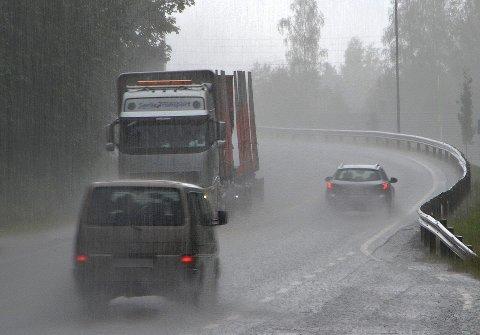Det blir en grå regnværsdag i morgen, tirsdag, i Indre Østfold.