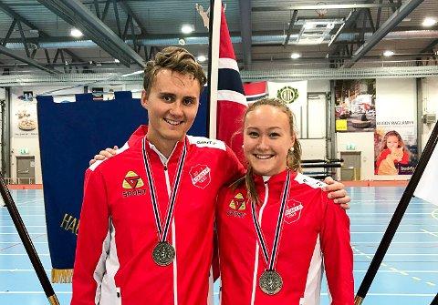 GODE SØSKEN: Alexander og Michelle Nyberget fra Askim reiste hjem fra innendørs-NM i friidrett med medaljer. Storebror fikk med seg gull og sølv, mens lillesøster fikk med seg sølv.