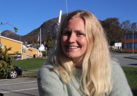 – TRYGG JULEHANDEL: Sentrumsleiar Elin Aasheim Rossemyr lovar at butikkar og serveringsstader i Jørpeland sentrum gjer alt dei kan for at det skal vera trygt å handla der.