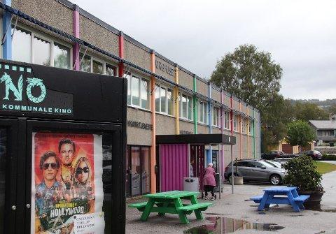 TORGHUSET: En mulighetsstudie viste at kulturhuset Torghuset er egnet til å bli bygget om til en fritidsfabrikk for barn og unge. Men det er nå tvilsomt om det blir noe av.