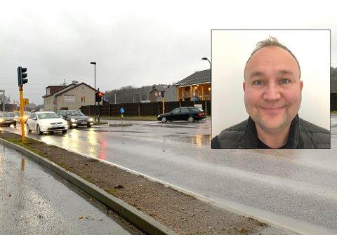 NESTENULYKKE: Onsdag ettermiddag krysset Odd-Ivar Gundersens 13 år gamle sønn denne veien. En sølvfarget bil kjørte på rødt og snittet sykkelen til sønnen.