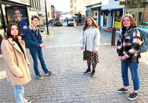 MED KRITIKK: Emilie Cannon Olsen, Daniel Norland Gundersen, Mari Grong og Victoria Baasland har snart 11 år bak seg som elever ved skoler i Telemark. De kommer med skarp kritikk av undervisningen.