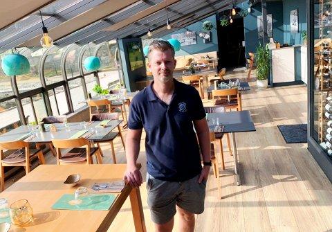 OPTIMIST: Thor Ingo Gabrielsen, daglig leder av Strøm mat og bar, har hatt en flott sommer kundemessig og har god tro på høsten.