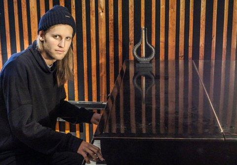 HAR PLASS TIL TO: Pål Bredrup har én Spellemann-harpe fra før. Nå kan han få sin andre sammen med bandet Okkultokrati.