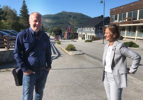 NORDMØRINGER: Kristiansundsordfører Kjell Neergaard og surnadalsordfører Margrethe Svinvik er enige om at vil holde Nordmøre sammen som region. Ingen av dem føler på trøndersuget slik man ser i for eksempel Aure og Smøla.