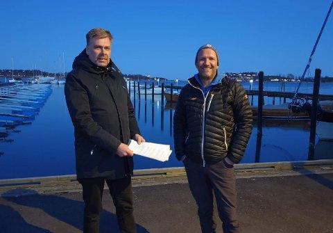AVTALE: Steffen Hope i Foreningen Færder Folkehøgskole har signert intensjonsavtale med DNT- Tønsberg og Omegn Turistforening. Her representert av styreleder Niels Aall-Lyche.