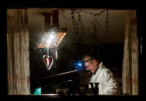 DØDE I 2013: En krimtekniker fotografert i boligen hvor en ettåring ble funnet død i 2013. Nå er Vanvikan-saken henlagt for andre gang.