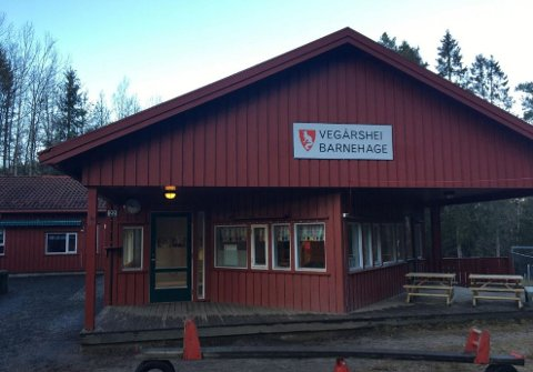 Den kommunale barnehagen på Vegårshei har to avdelinger, en i Myra og en på Ubergsmoen. Dette er bygget på Ubergsmoen.