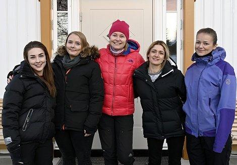 Sykepleierstudentene er fra venstre: Lene Østenfor Løken, Asrun Dis Johannesdottir, Anne Skjerstein, Suzana Landmann og Julianne Trogstad. Foto:Arne G.Perlestenbakken