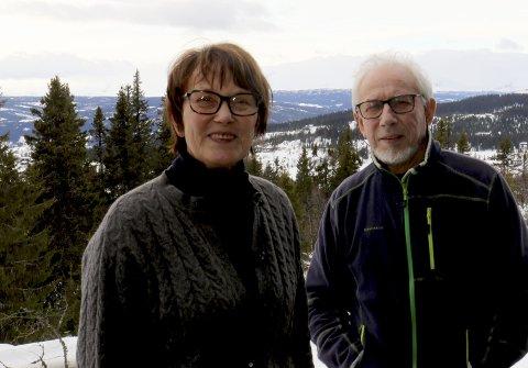 STORTRIVES: Bente og Herbjørn Skogstad stortrives på hytta like ved Danebu.