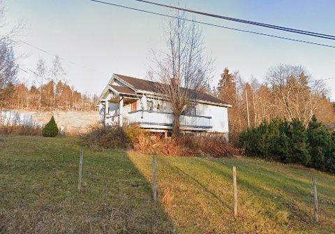 NYLIG SOLGT: Dette bolighuset i Hedalen ble solgt for 600.000 kroner i april.