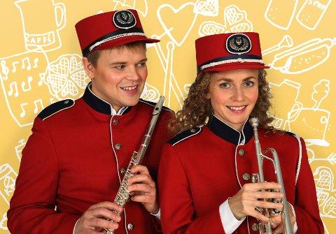 HUMOR OG VARME: Knut Nærums tekst er i gode hender hos fløytist Emil (Martin Hovlan) og trompetist Silje (Ragnhild Heien Myntevik).