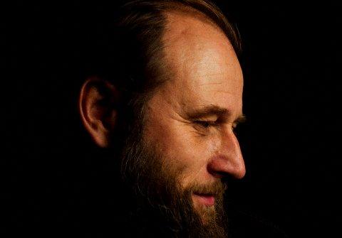 FØRSTE GANG: Torsdag 7. oktober kommer Stein Torleif Bjella for første gang til Nittedal og Flammen.
