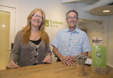 Banksjef Kjell Fredrik Løvold og assisterende banksjef Jannike Østervold ønsker å tilby et etisk bankalternativ.