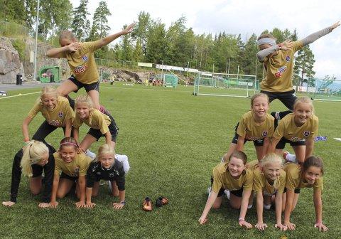 Pyramide: Det er selvfølgelig rom for lek og moro på fotballskolen. alle foto: Henriette Slaatsveen