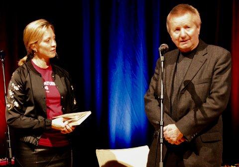 RØROS LITTERATURFEST: Konferansier Kirsti Sæter og litteraturlagets leder Kjell Magnus Krog under en tidligere åpning av Litteraturfesten.