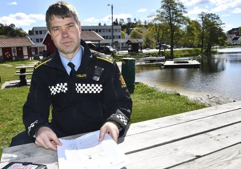 Politikontakt Morten Tobiassen ber folk varsle politiet hvis de finner ting som minner om sprengstoff.