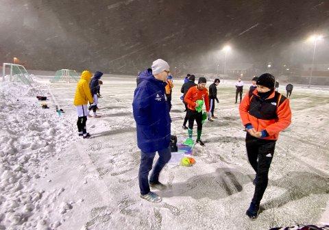 TROR PÅ VÅRSESONG: Risør-trener Rune Norgaard har tro på at det spilles seriekamper før sommerferien, men det er usikkert hvilken divisjon det blir. Mateusz Radgowski (til høyre) er tilbake på A-laget.
