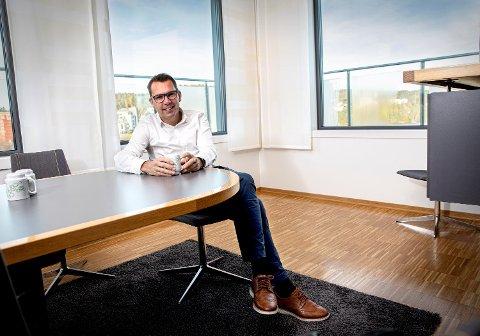 FØRSTE DAG: Steffen Syvertsen hadde nylig første dag på kontoret som konsernsjef.  - Sammen med konsernledelsen vil jeg jobbe for å videreutvikles oss som en innovativ virksomhet, sier han.