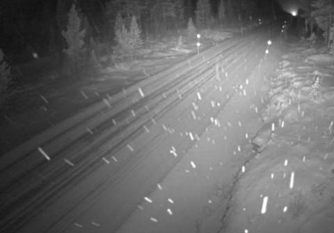 Snø i luften: Dette bilde er fra ettermiddagen på lille julaften i Junkerdal i Saltdal kommune. I Salten er det ventet både snø og kraftig vind, og det kan skape trafikale utfordringer.