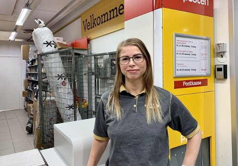 Sandra Aurora Knagg er fornøyd med den nye post tjenesten i butikken . Hun har tro på at dette kan bringe nye kunder til butikken.