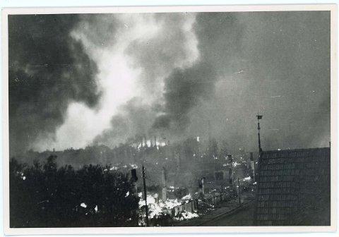 Bodø i brann. 200 sprengbomber og over 1000 brannbomber ble sluppet over byen.