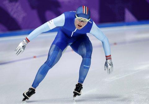 Sverre Lunde Pedersen lå an til en ny OL-medalje, men et feilskjær i nest siste sving ødela løpet til osingen.