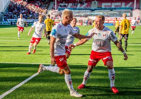 Tim Nilsen har seks scoringer på de tre siste kampene for FFK, og jeg tror han og Fredrikstad fortsetter den fine flyten i Trondheim.