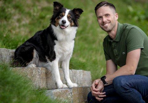 Helge O. Svela er aktuell med boken «Da han møtte hund», der han blant annet forteller om sin border collie, Whisky. FOTO: EIRIK HAGESÆTER